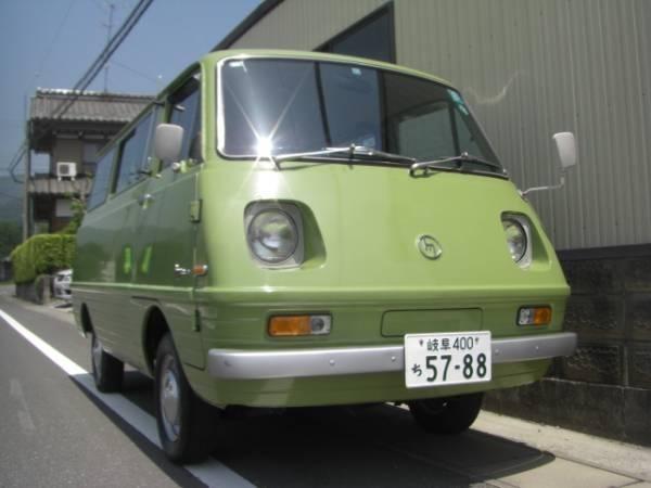 Зеленый Mazda Bongo Van