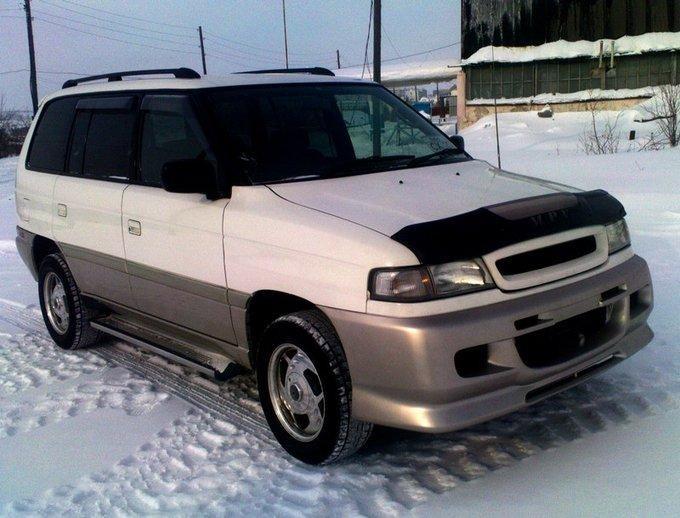 Белый Mazda Efiniti MPV