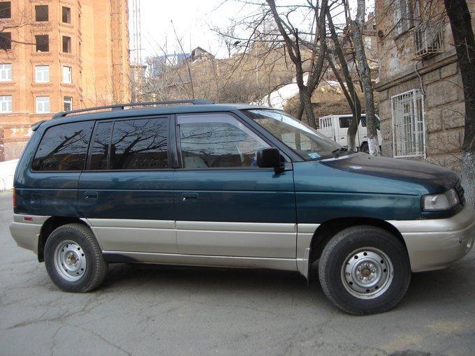 Зеленый Mazda Efiniti MPV вид сбоку