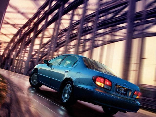 Nissan Cefiro на мосту