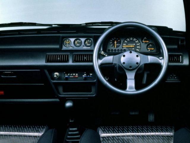Передняя панель Nissan March