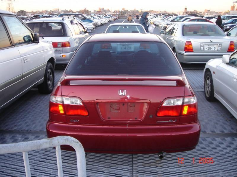 Красный Honda Integra SJ вид сзади