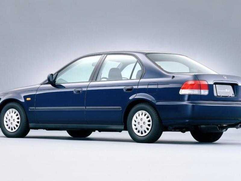 Синий седан Honda Integra SJ вид сбоку