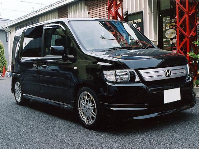 Черный Honda Mobilio Spike