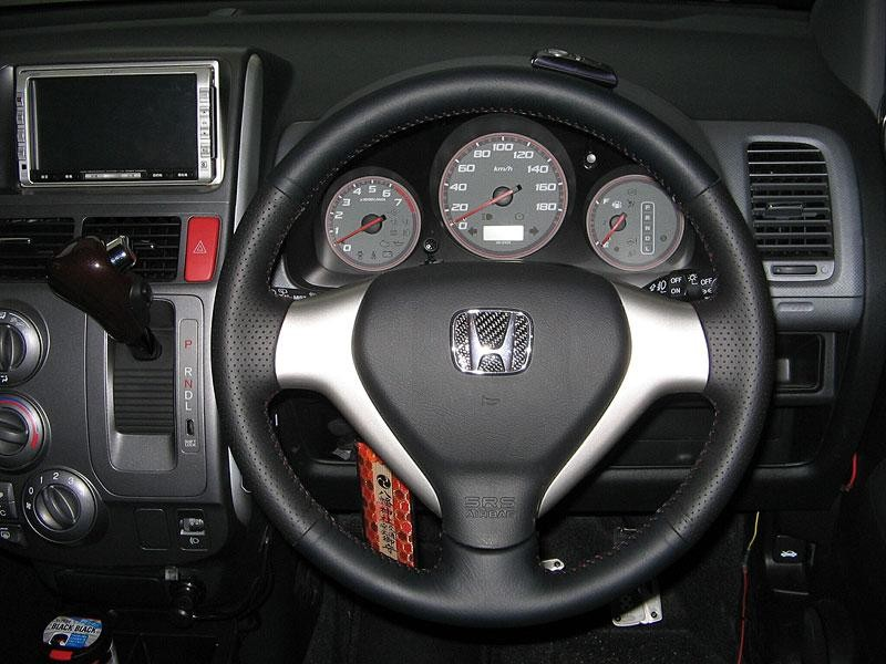 Руль, кпп Honda Mobilio Spike
