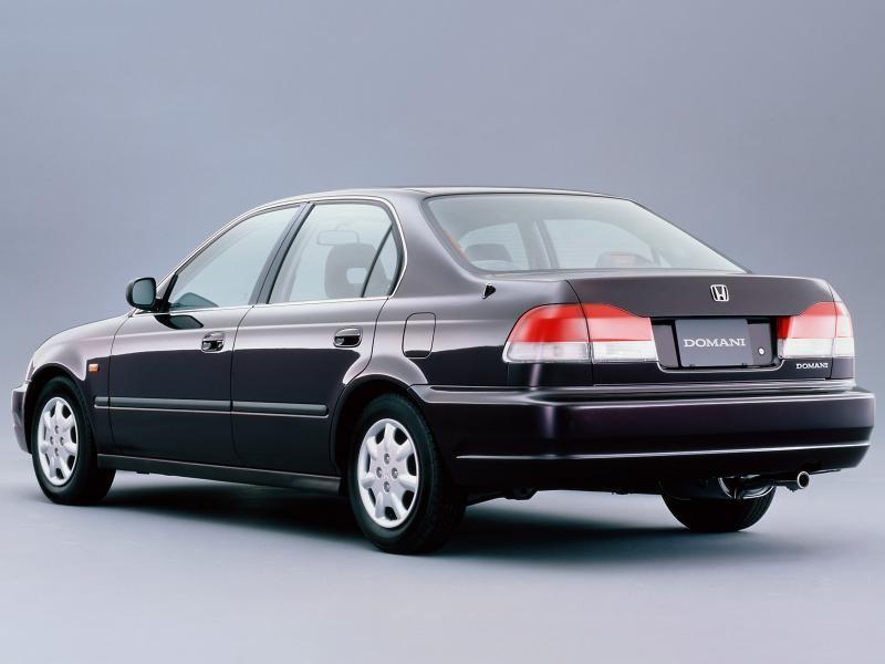 Honda Domani, вид сзади, седан