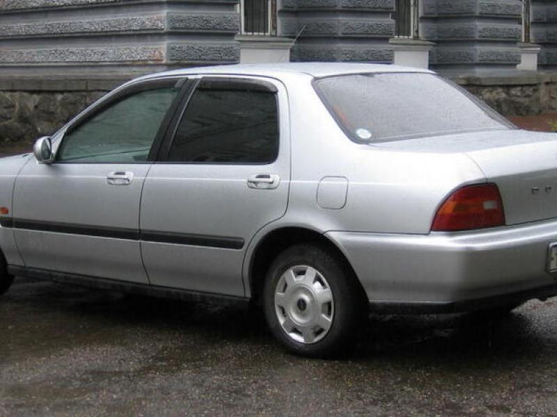 Серебристый седан Honda Integra SJ вид сбоку
