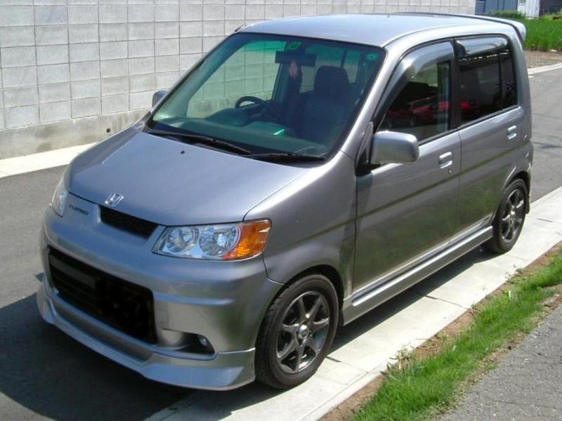 Серебристый Honda Life Dunk вид спереди