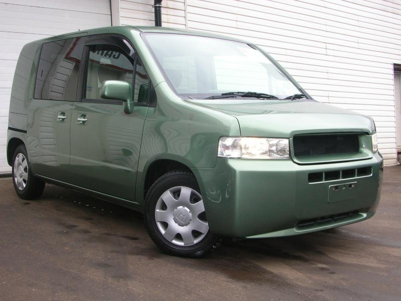 Зеленый Honda Mobilio Spike