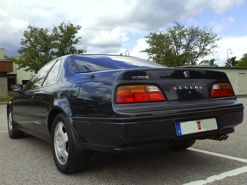 Черный Honda Legend Coupe вид сзади