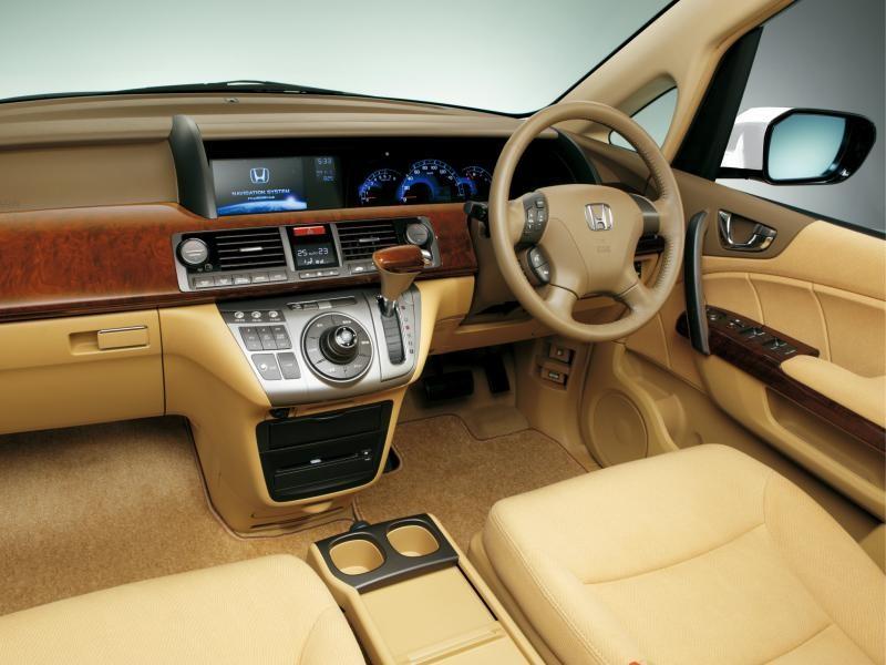 Бежевый салон, руль, кпп, консоль Honda Elysion