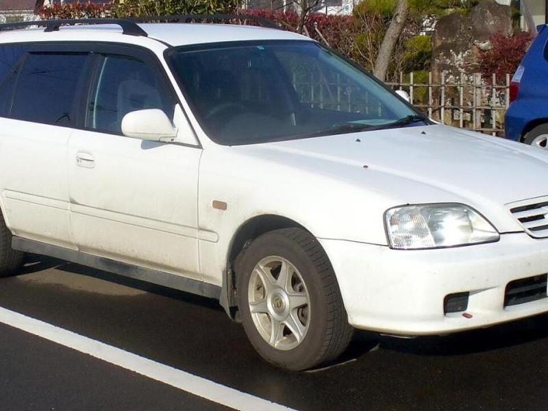 Белый Honda Orthia вид сбоку