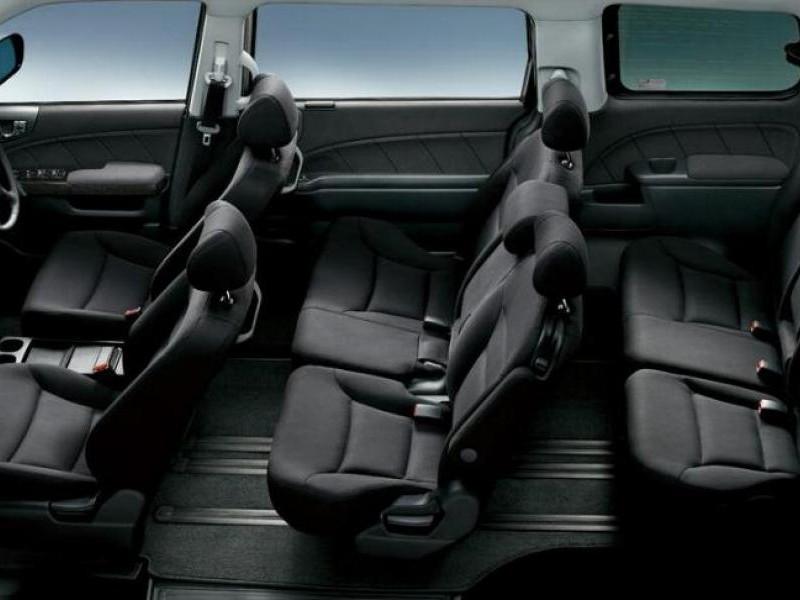 Черный салон Honda Elysion