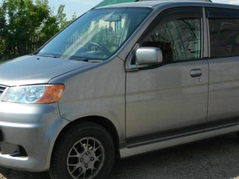 Серебристый Honda Life Dunk
