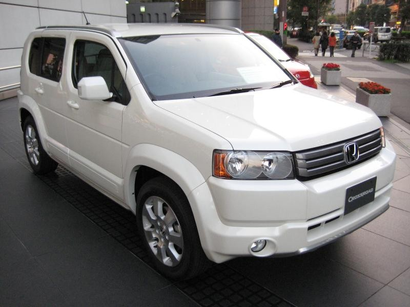 Белый Honda Crossroad вид спереди