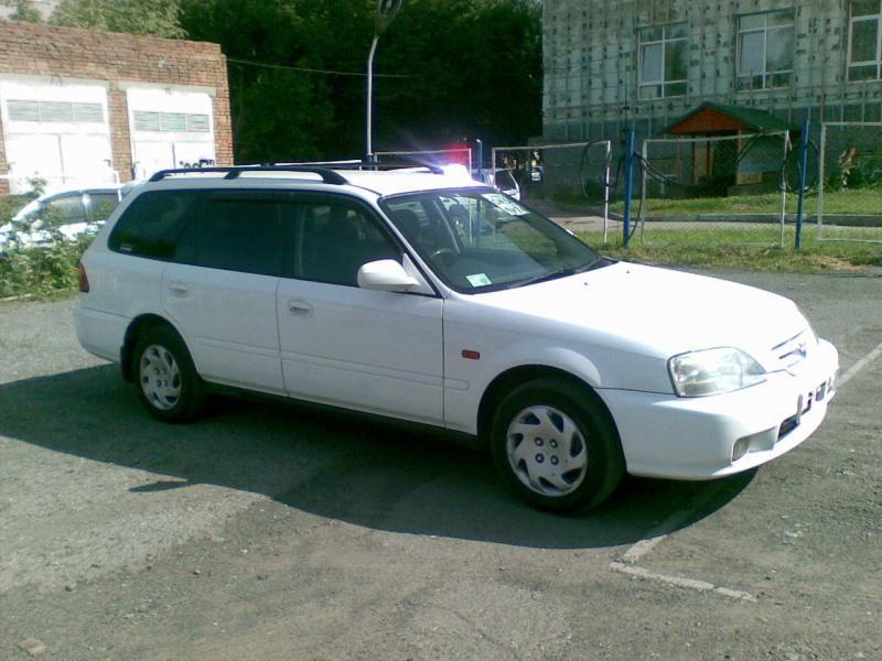 Белый универсал Honda Orthia