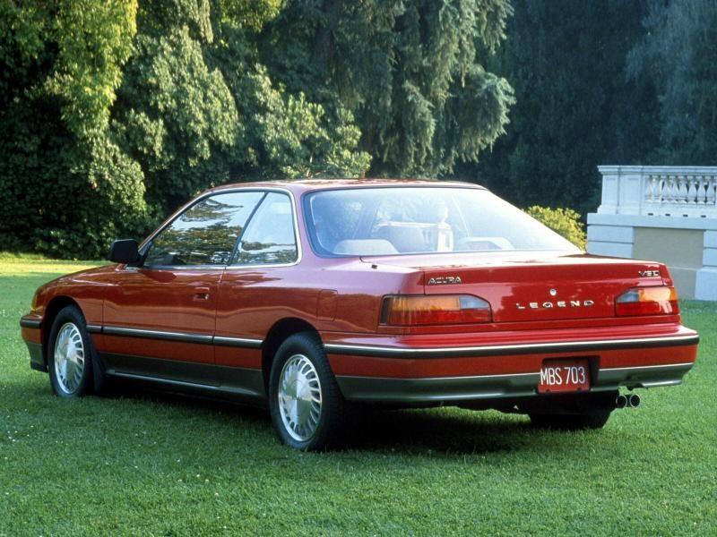 Красный Honda Legend Coupe вид сзади