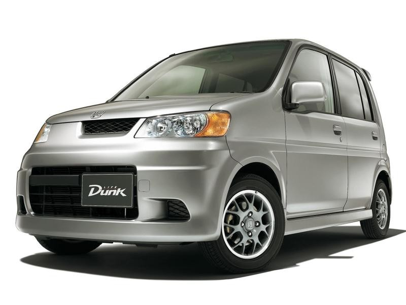 Серебристый хэтчбек Honda Life Dunk