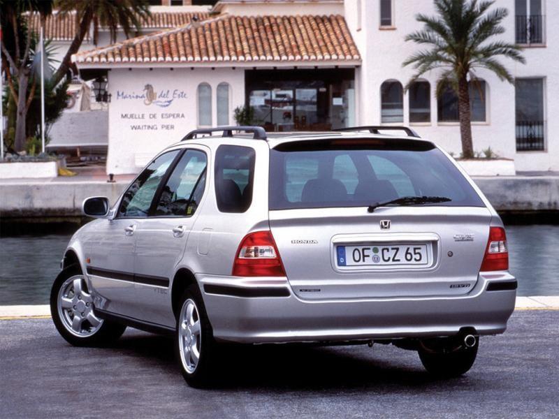 Серебристый Honda Civic Aerodeck вид сзади