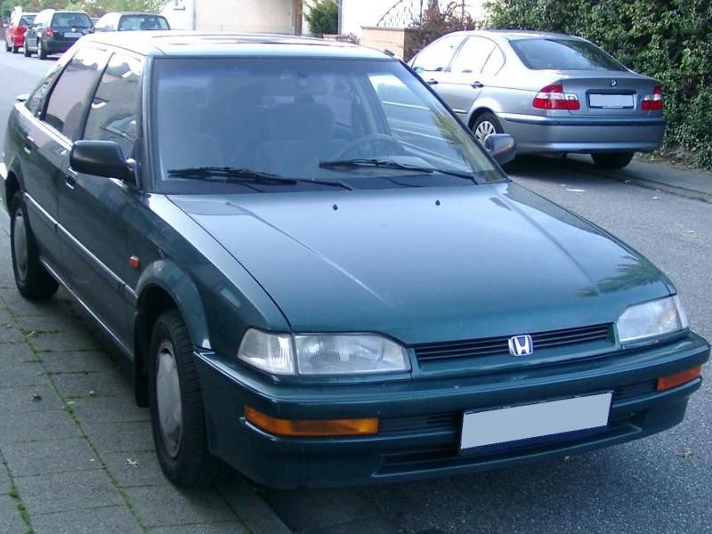 Зеленый Honda Concerto вид спереди