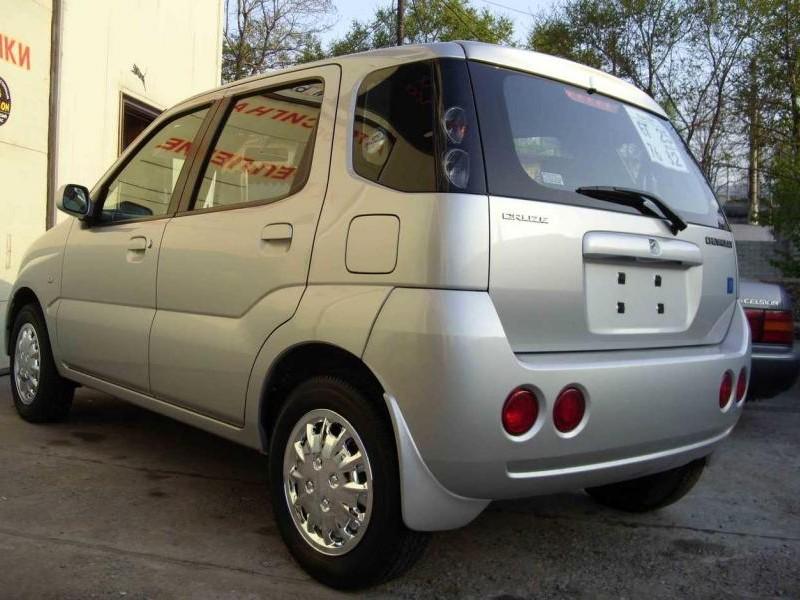 Серебристый Suzuki Chevrolet Cruze вид сзади