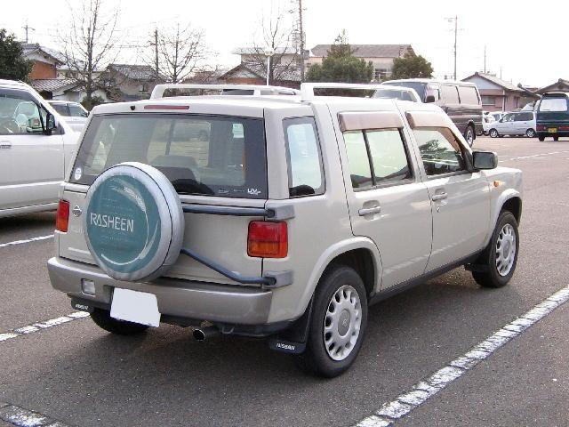 Nissan Rasheen вид сзади