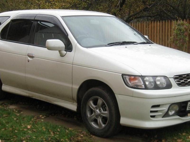 Белый Nissan R`nessa
