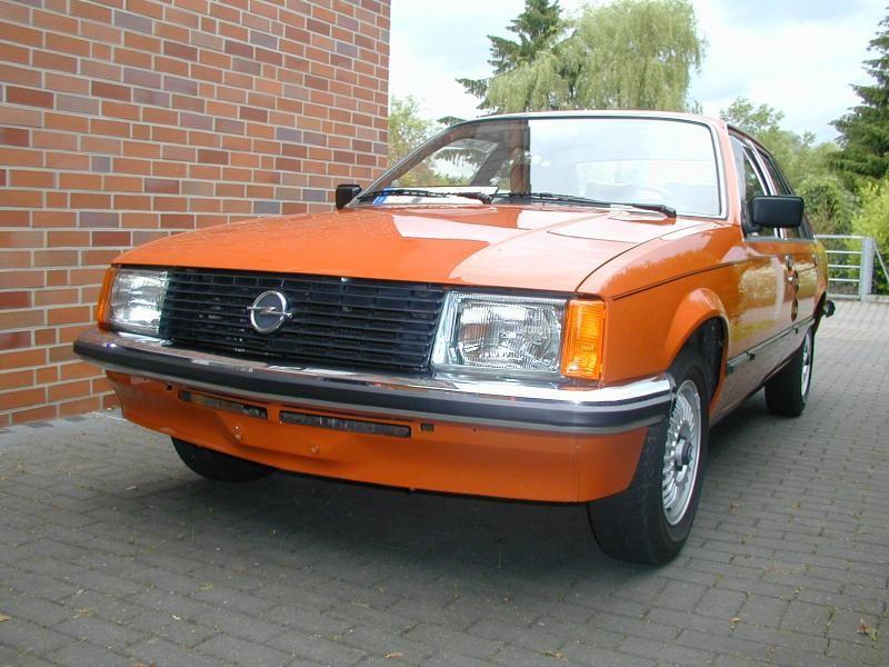 Седан Opel Rekord вид спереди