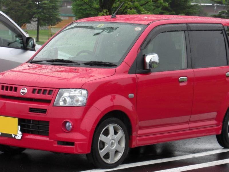 Красный Nissan Otti