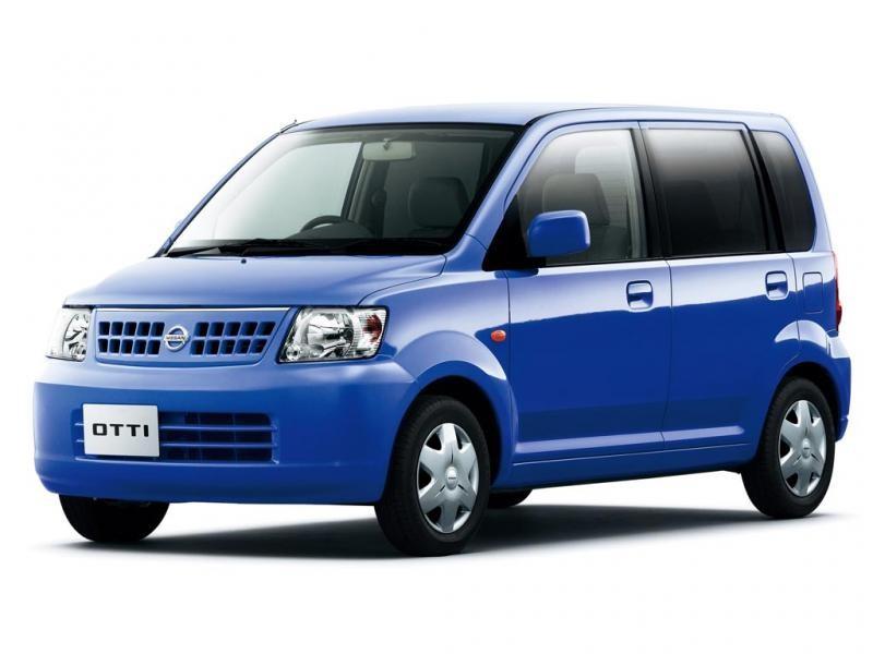 Синий Nissan Otti вид спереди