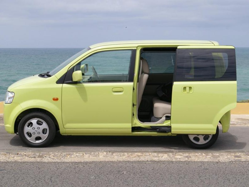 Зеленый Nissan Otti вид сбоку
