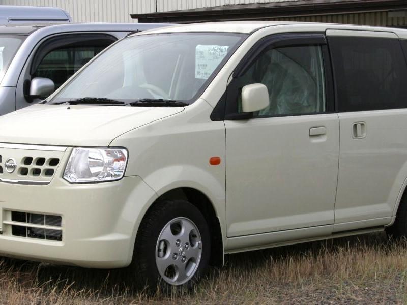 Бежевый Nissan Otti