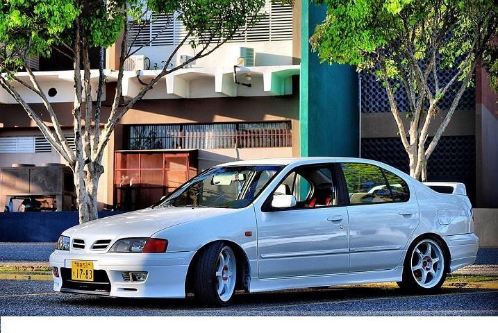 Белый Nissan Primera Camino вид сбоку