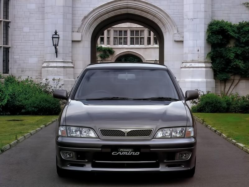 Серебристый Nissan Primera Camino вид спереди