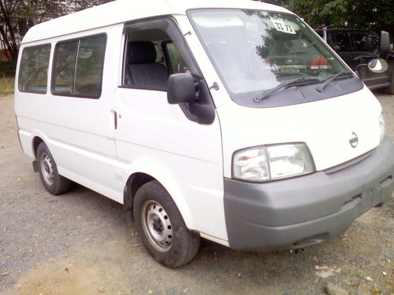 Белый Nissan Vanette