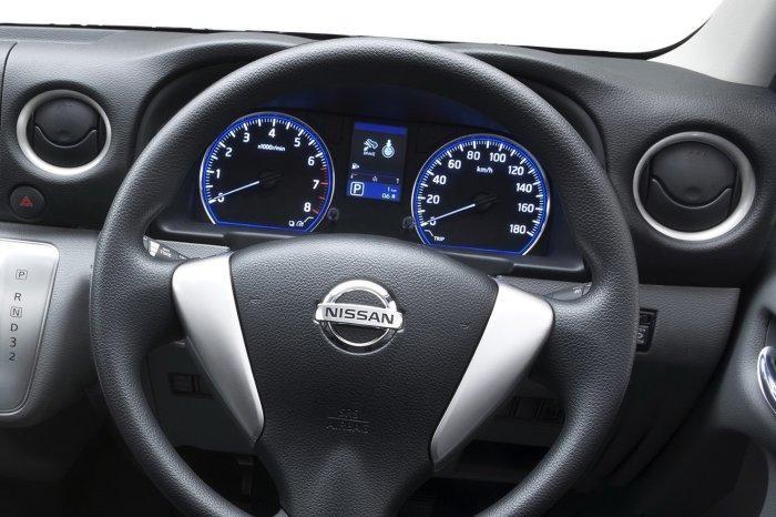 Руль, приборная панель Nissan Urvan