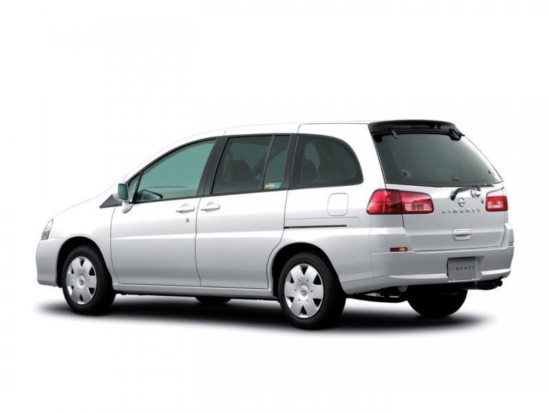 Белый Nissan Liberty вид сбоку