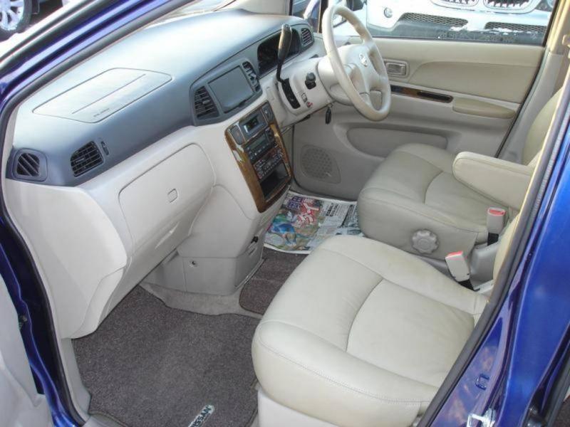 Белый салон Nissan Liberty