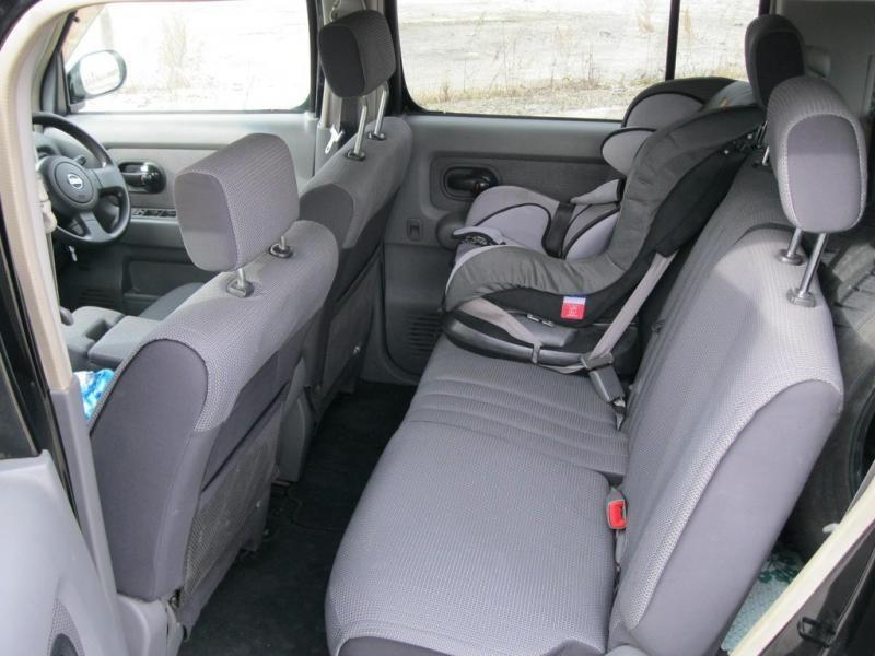 Серый салон Nissan Cube Cubic