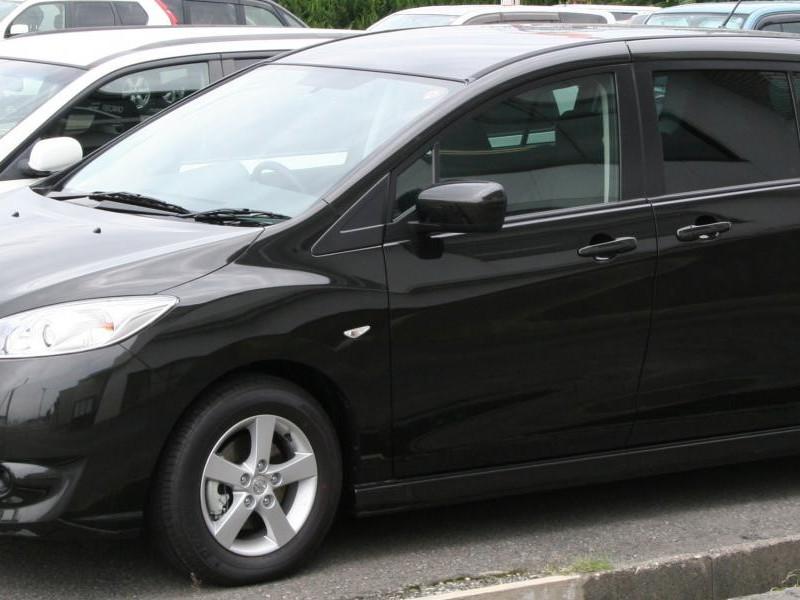 Черный Nissan Lafesta