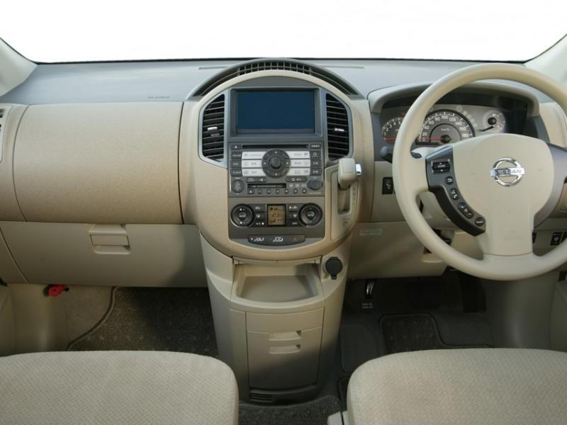 Интерьер Nissan Lafesta
