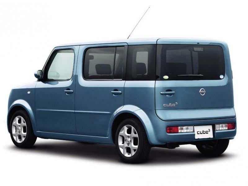 Синий Nissan Cube Cubic
