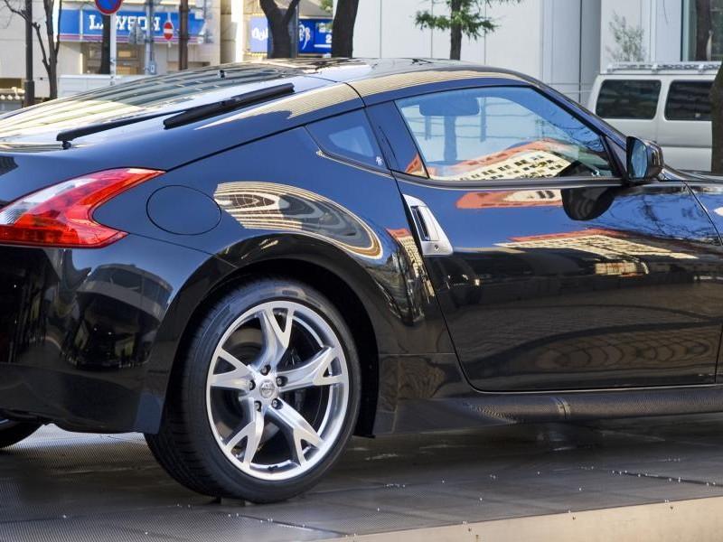 Черный Nissan Fairlady Z, вид сбоку