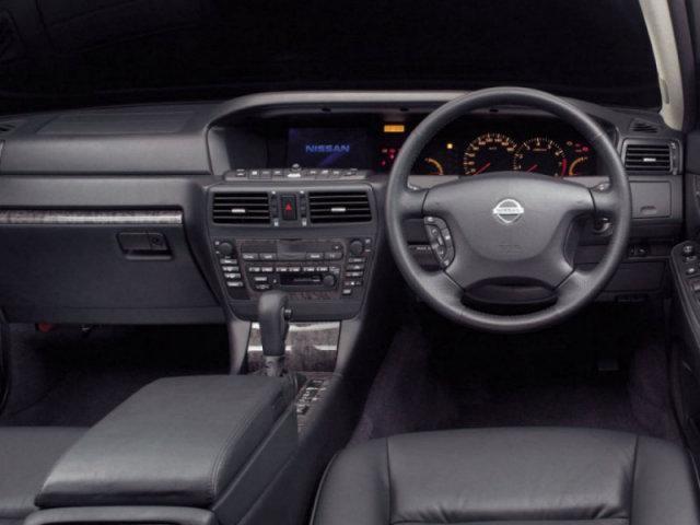 Черный салон, кпп, руль, консоль Nissan Gloria