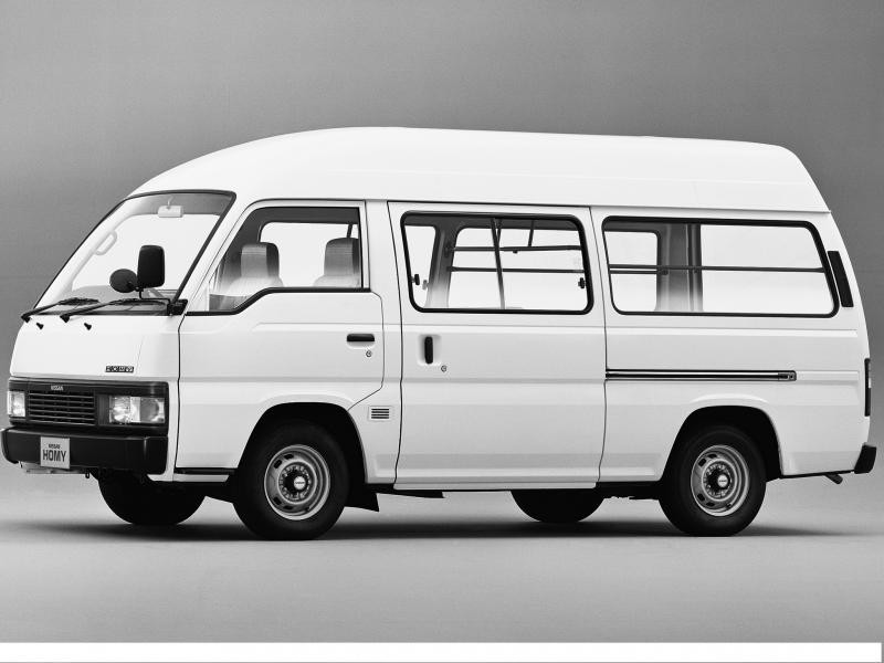 Белый Nissan Homy вид сбоку