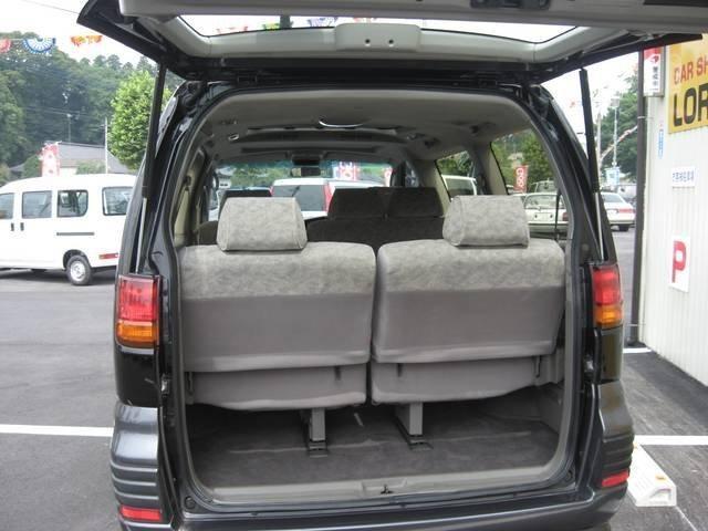 Nissan Homy Elgrand вид сзади