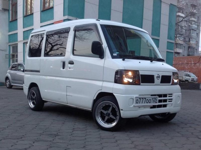 Белый Nissan Clipper