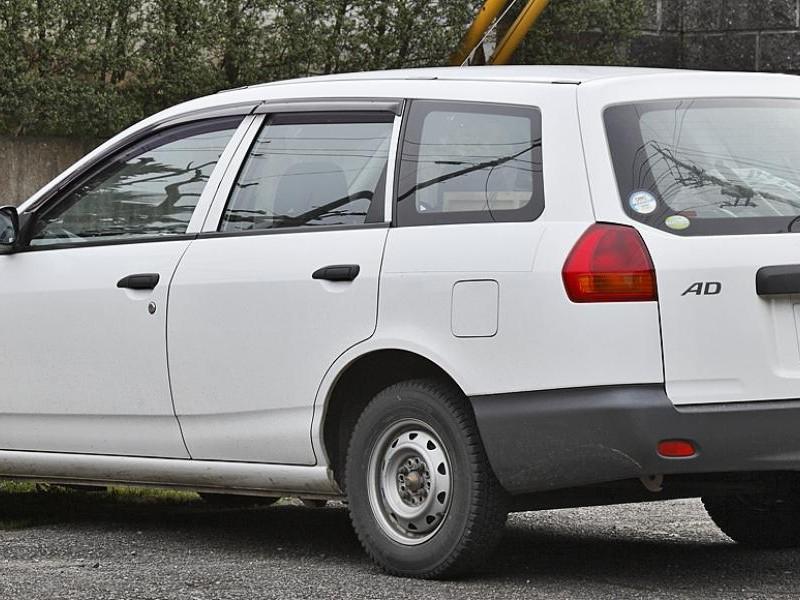 Nissan AD VAN вид сбоку