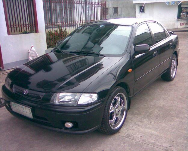 Черный Mazda Familia вид спереди