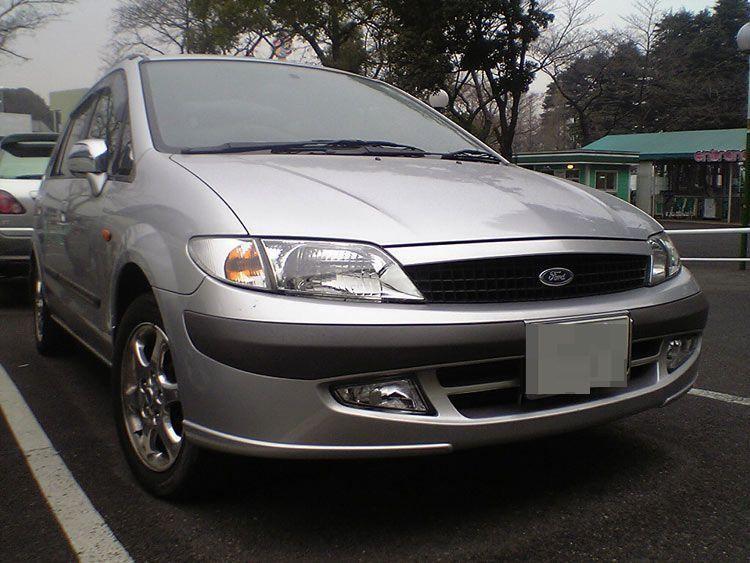 Серебристый Mazda Ford Ixion вид спереди